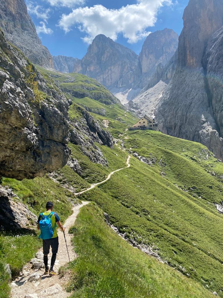 Rifugio Bergamo sentiero